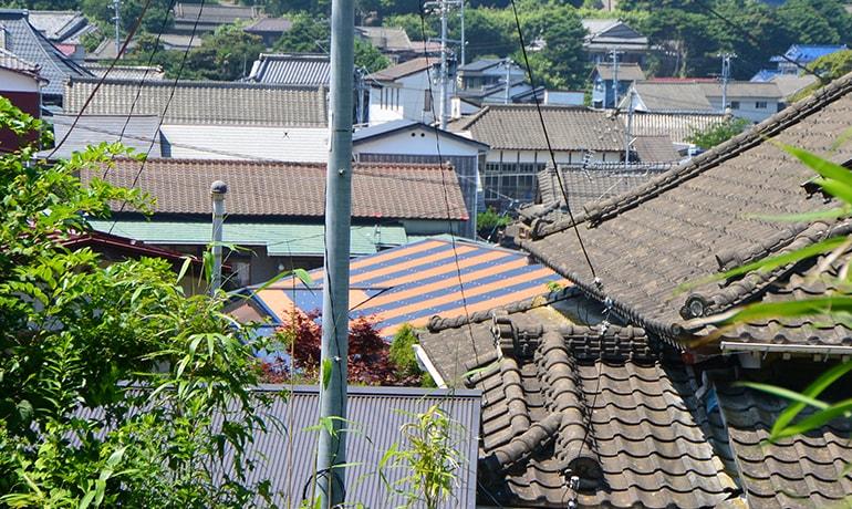 ツートンカラーの屋根が移住想いを現しています